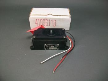 Amot Controls Vibro Guard 4109B11B -New Old Stock