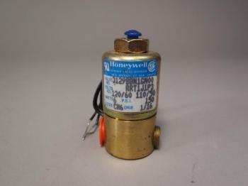 Lot of 2 Honeywell Skinner Valve 3000 Series 110 VDC 3129BBN1GN00RRT1J1P3