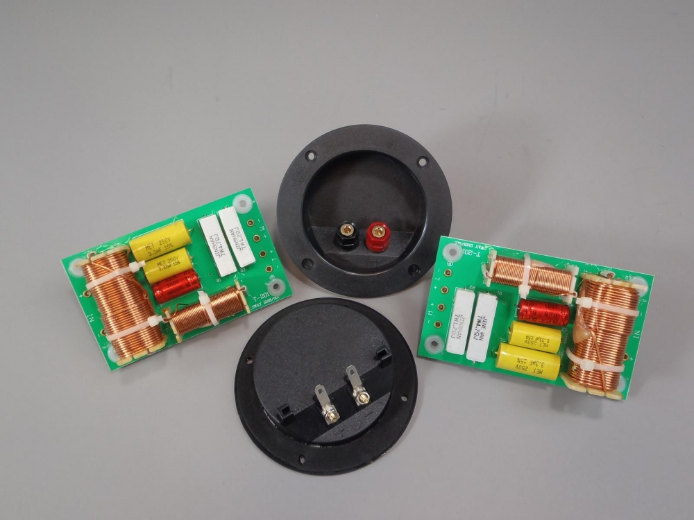 2 Way Crossover Pair 500 Watt High Power 6 or 8 Ohms with 2 Square Terminal Cups