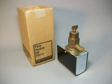 ITT McDonnell & Miller Liquid Flow Switch FS7-4 5008006 -New Old Stock