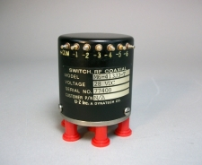 Dynatec M6-413J3-T 28 VDC SMA Coaxial Switch - New Old Stock