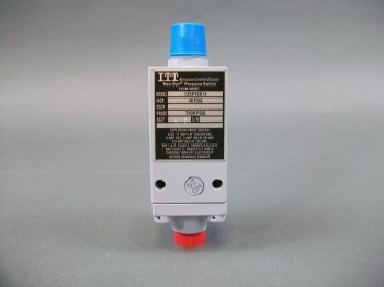 ITT Aerospace Controls Division Neo-Dyn Pressure Switch 125P4S673